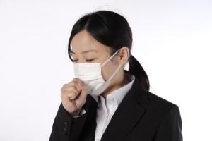 咳する女性 (1)